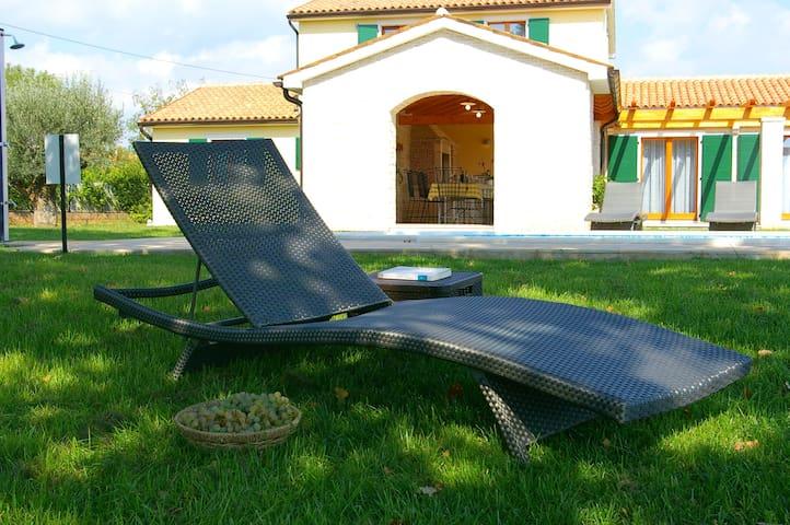 Luxury villa with swimming pool. - Hrboki - Hus