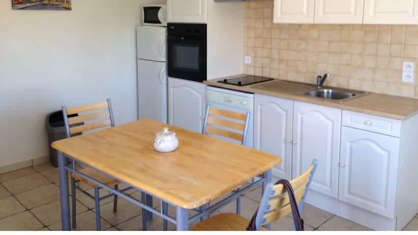 Appartement tout équipé dans petit village du Sud - Aspiran - Apartamento