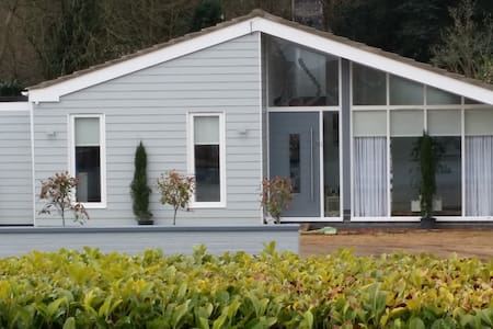 Large, Light, Ultra-modern 'Studio' - Bury Saint Edmunds - Bungalow