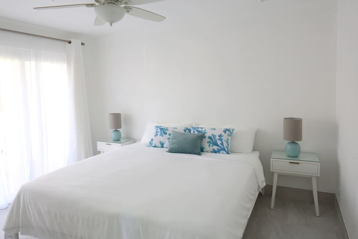 The spacious master bedroom has wall to wall sliding doors that lead out to the pool area. King size bed.