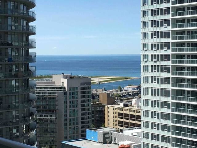 Modern Condo + Parking | Heart of Downtown Toronto