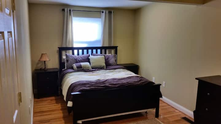 Fully renovated carriage house apt