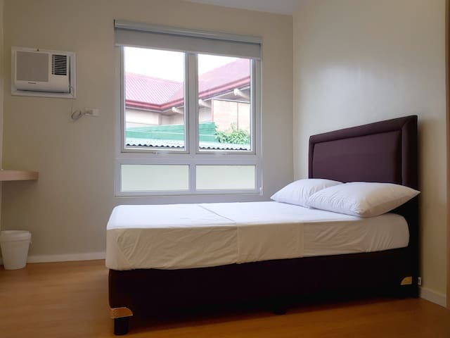 Quiet Stay 11 min. drive to Greenhills shopping