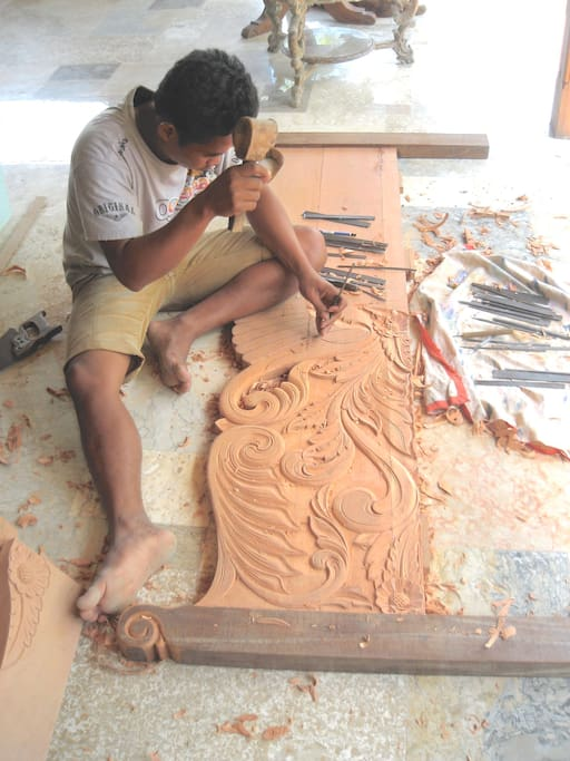 Katrin, our carver from Java.