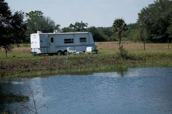 Camper on the Horse Ranch near Myakka State Park - Myakka City - 캠핑카