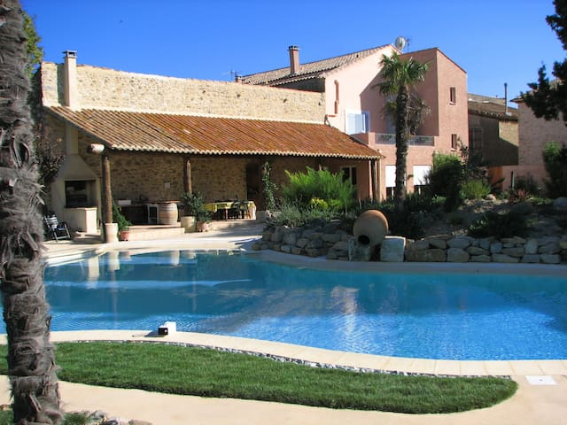 Big pool, 6 bedrooms, ideal families- ½ hr airport - Mailhac - Huis
