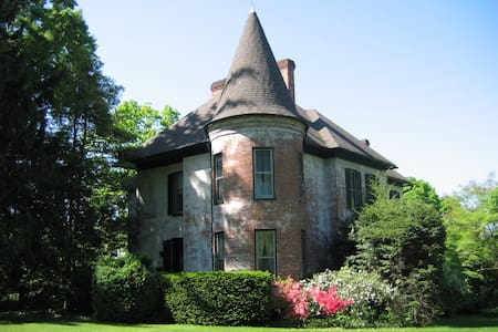 Historic Maison du Soleil Retreat 1 - House