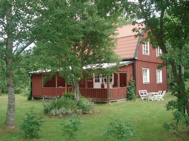 Comfortable house near sea & hiking - Väddö - House