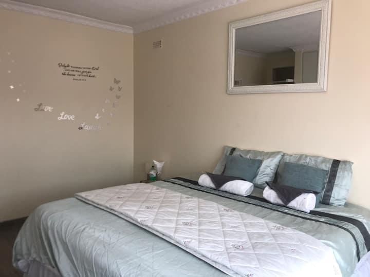 Double room en-suite Belvedere 5/10mins to Hre CBD
