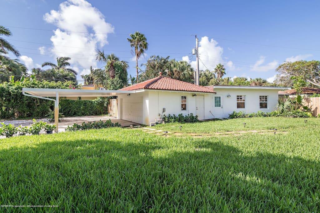Guest Cottage (attached to carport/garage)