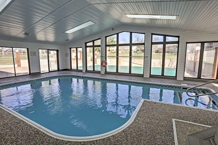Branson Condo w/Balcony, Community Pool & Hot Tub!