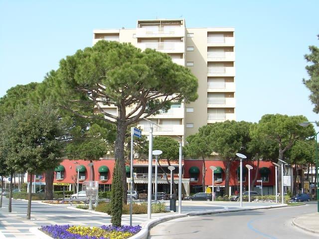Appartamento con due camere in centro a Pineta