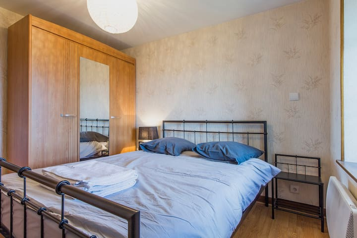2 Rooms in unique place near center of Annecy