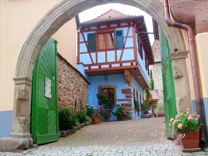 Maison dans cité médiévale ***