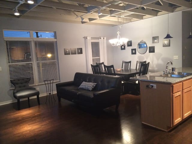 Gorgeous Condo in Sherman Hill - Des Moines  - Apartment