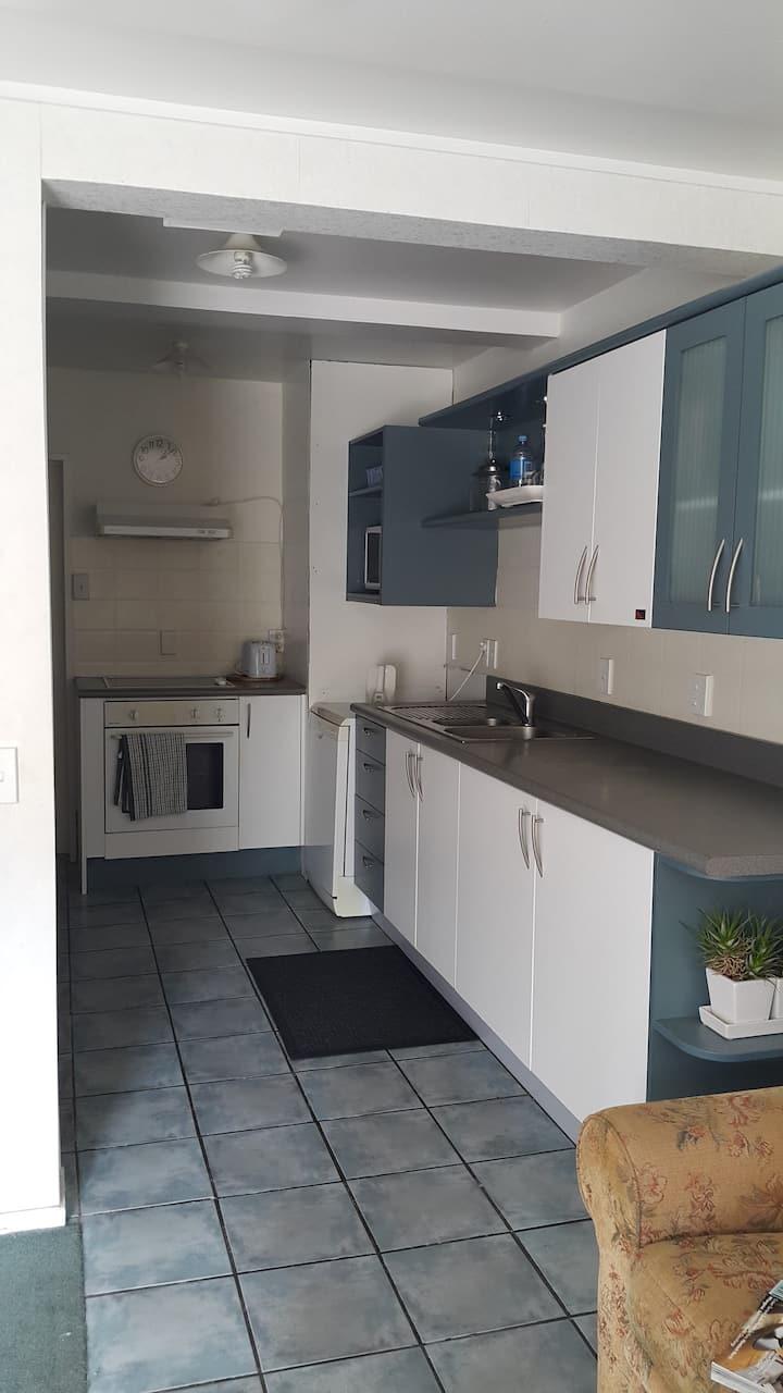 Apartment 2 Bedroom, 100 metre walk to Bay & CBD.