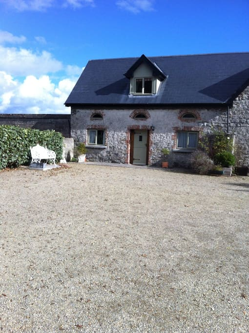 Adare courtyard selfcatering apt houses for rent in for Adare house