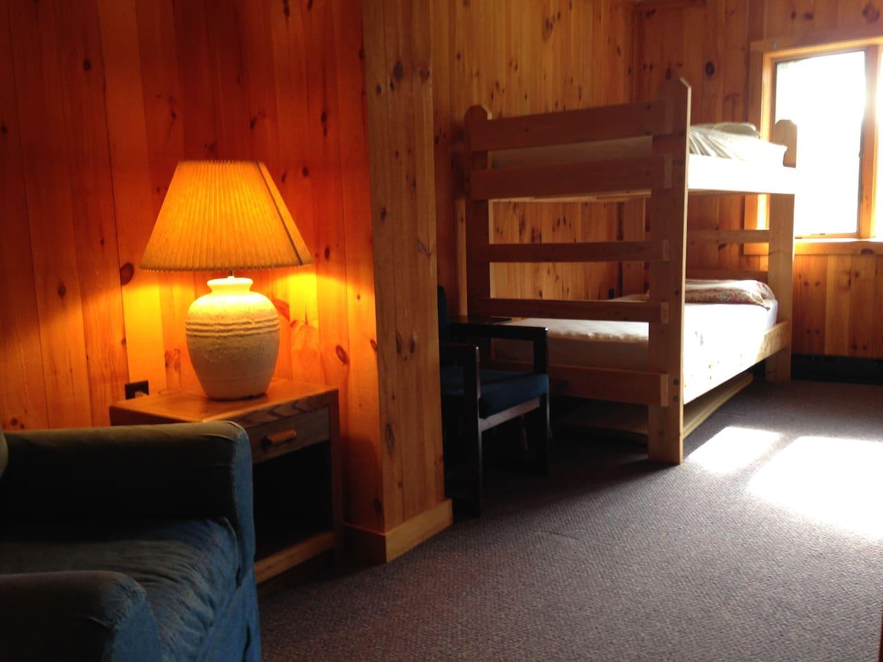 private bunkrooms, room 5-sleeps 6