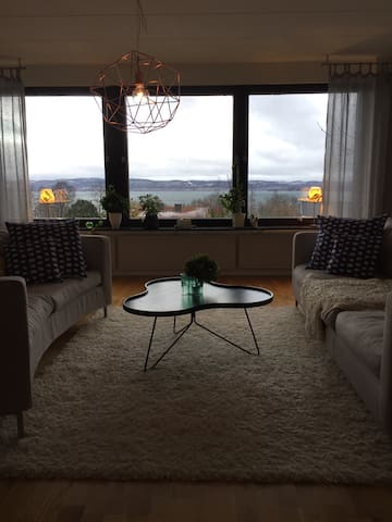 Nice hillside house with a lake view - Jönköping - Hus