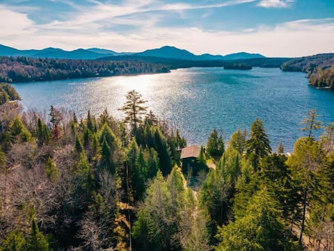 Lonesome Pond Lodge - Ideal Lakeside Retreat