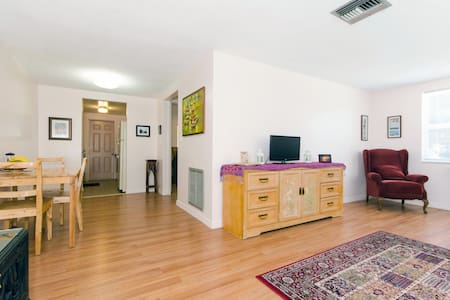 Cozy one bedroom apt by the bayou - Tarpon Springs - Lakás