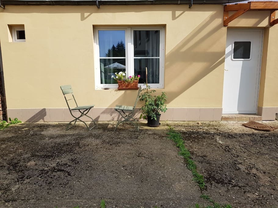 small apartement 10minutes by bus car to center guesthouses for rent in trier rheinland. Black Bedroom Furniture Sets. Home Design Ideas