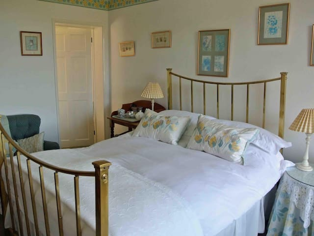 Brimford House B&B Primrose room double