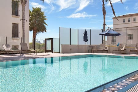 Charming 2BR Suites w/ Pool and Gym access in DTLA