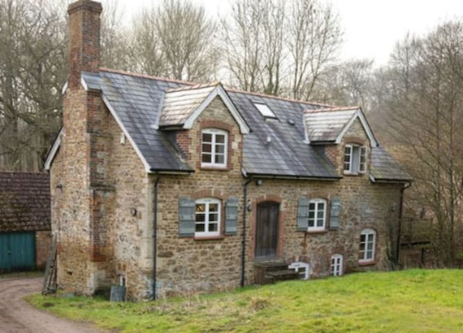 Enchanted Mill in Wiltshire - Bromham - House