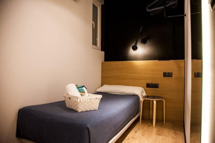 Hostal CC Malasaña - Individual Stándar. Baño privado - No Reembolsable