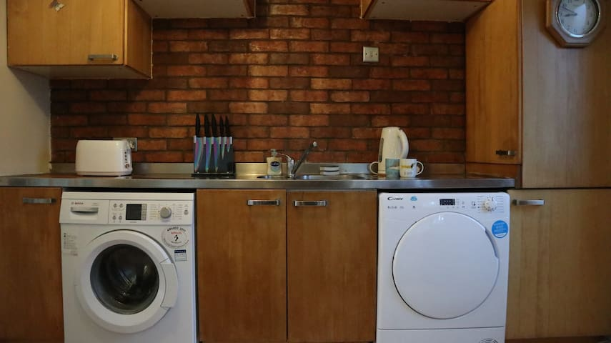 Ground floor spacious triple room in Wembley