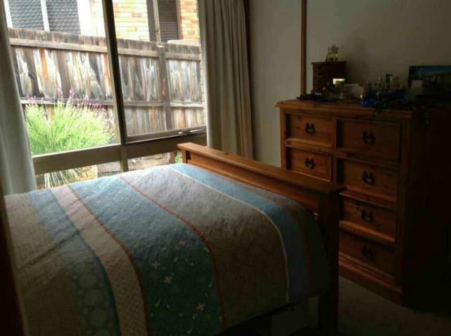 Master bedroom-Queen bed