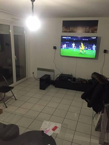 Tv 140 cm avec Canal + et Bein sport