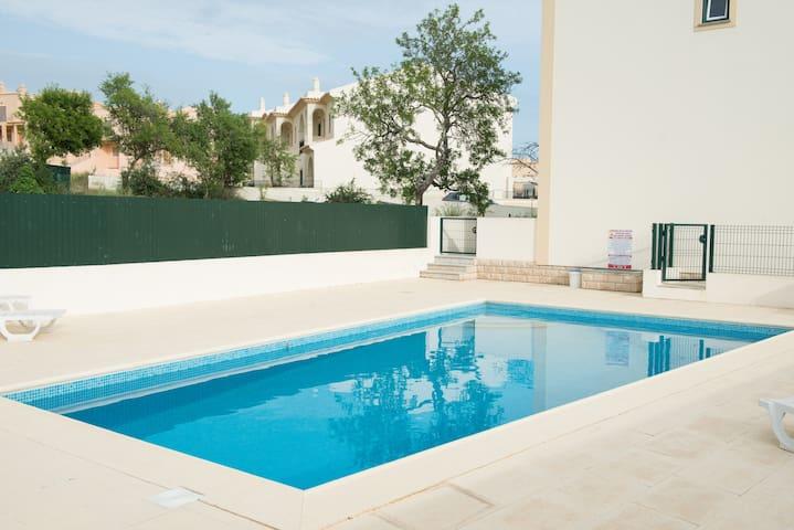 Albufeira. Luxury ,modern  villa,  2 bed,3 bath. - Albufeira - Rumah