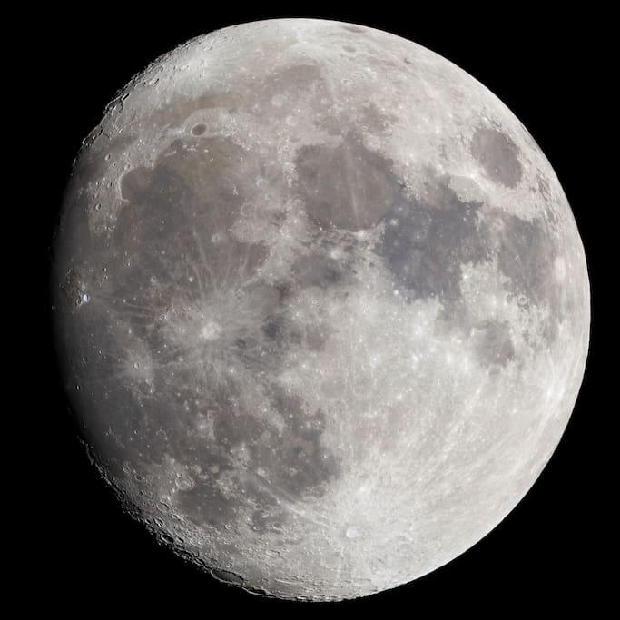 Vista della luna dal balcone di Relax in Piazzetta