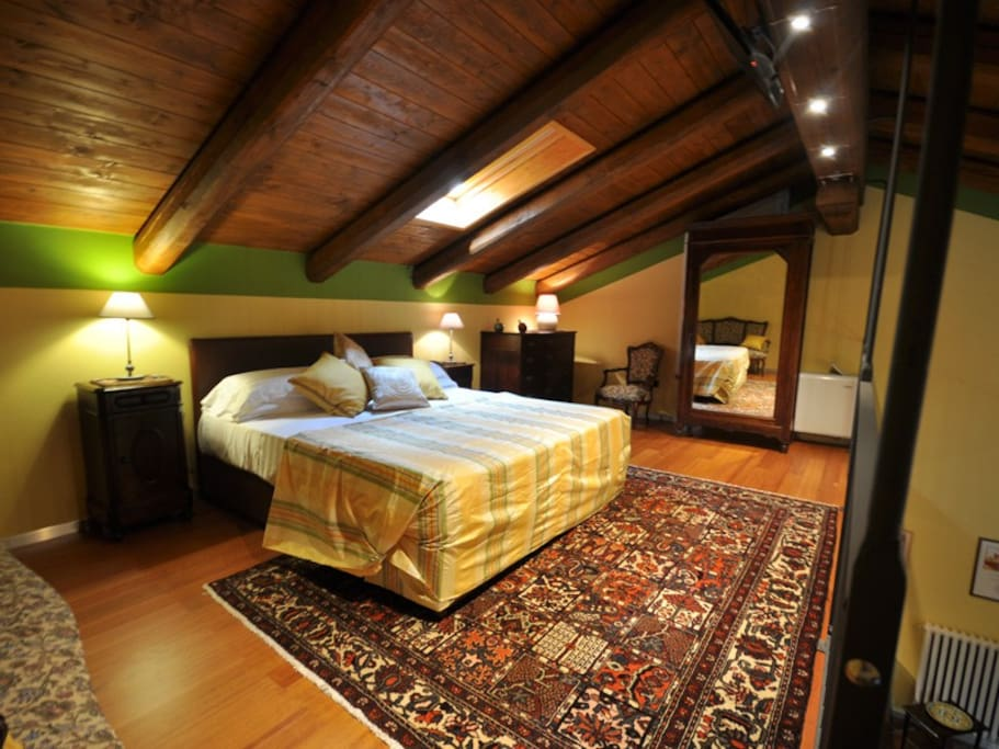 Villa crissante alloggio la punta appartamenti in - Camera da letto con divano ...