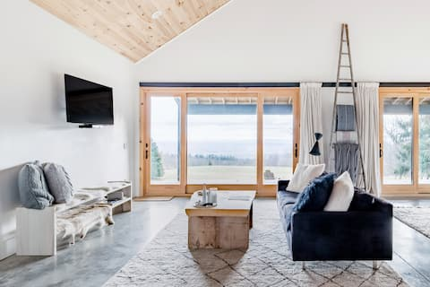 Scandinavian-Style Chalet with Scenic Views