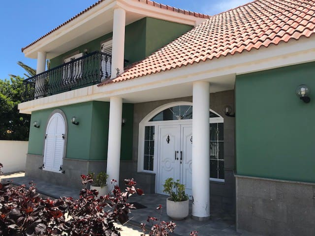 Villa Canarias