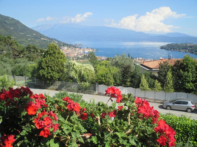 Room with stunning lake view - Salò - Inap sarapan