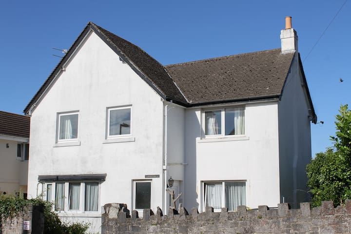 St Anns - beautiful detached cottage in Torquay