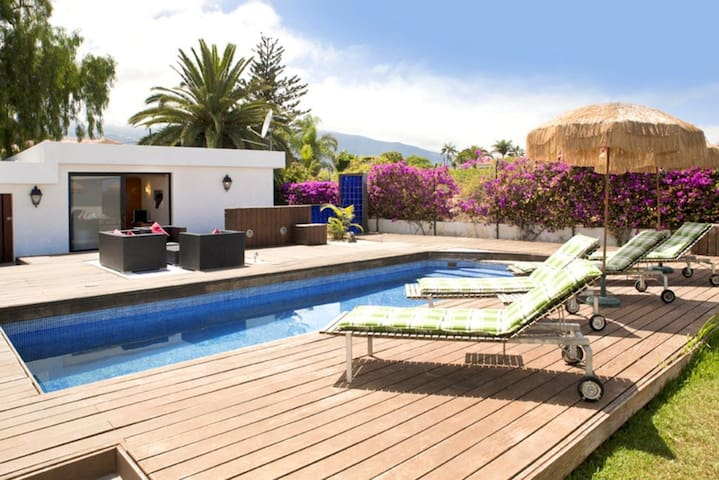 Garden Guest House with pool and nice garden