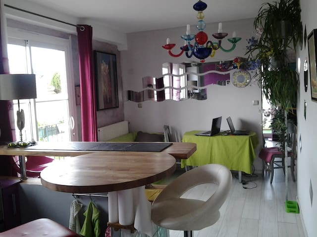 near Brittany ferry - Ouistreham - Appartement