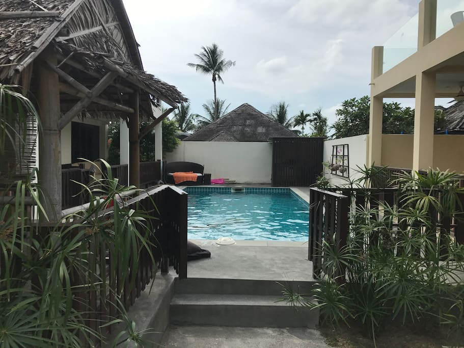 Shared swimking pool between 8 villas thats rarely used