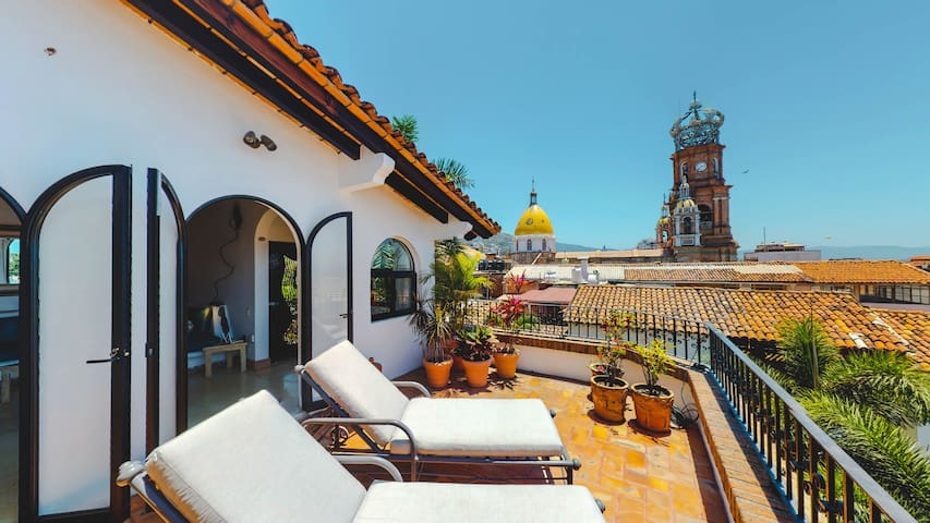 Penthouse 2 Bedrooms One Block from Malecon Check out Casa Escritores Penthouse