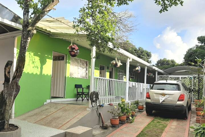 Casa Privada,Jacuzzi, barrio exclusivo, cerca TODO