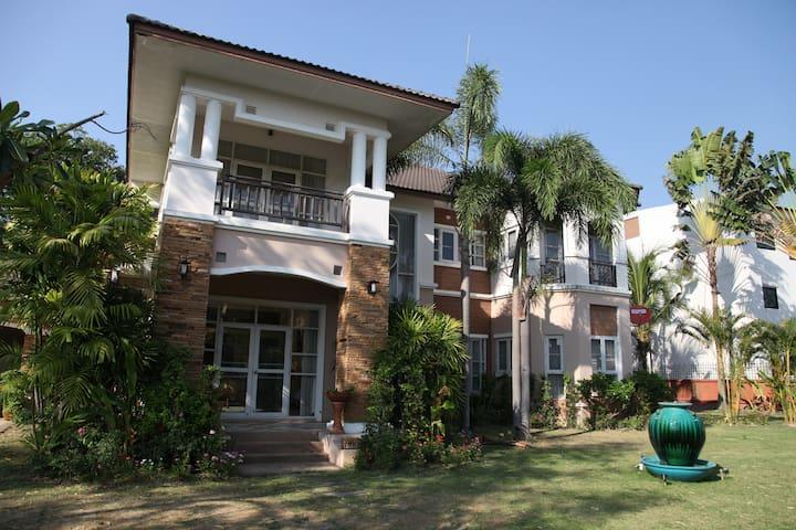 四月 - Tambon Nong Chom - Villa