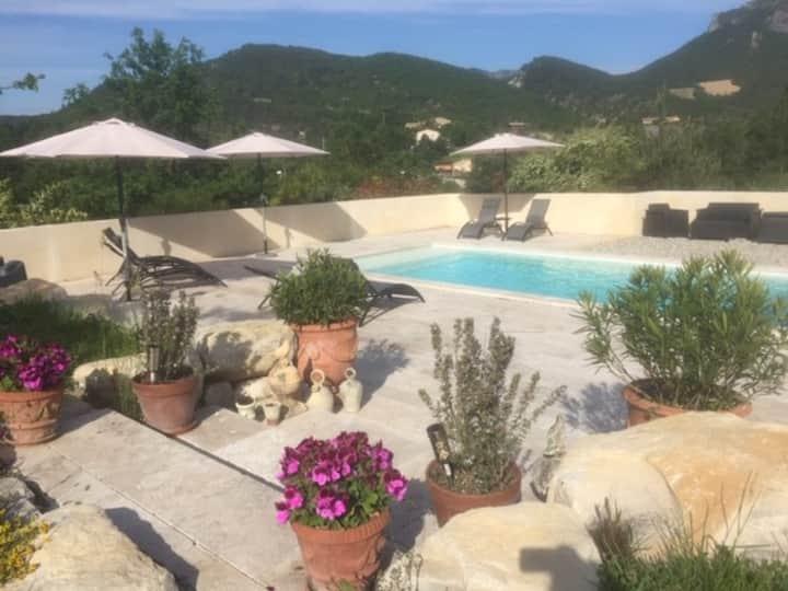 Maison Gîte 8/10 pers piscine en Drôme provençale