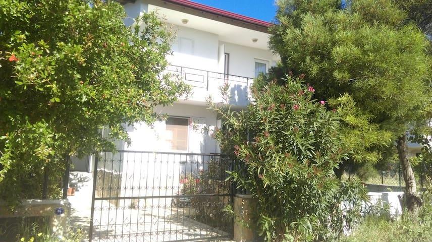 Çeşmealtı, Urla - Izmir - Rumah