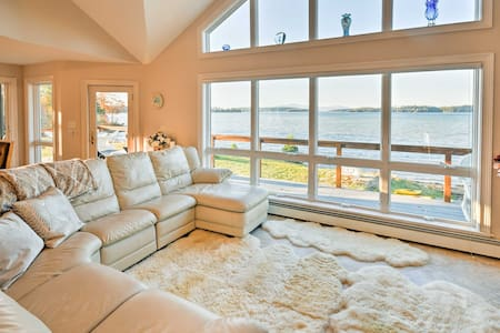 Luxurious Oceanfront Flanders Bay Home w/ Kayaks!