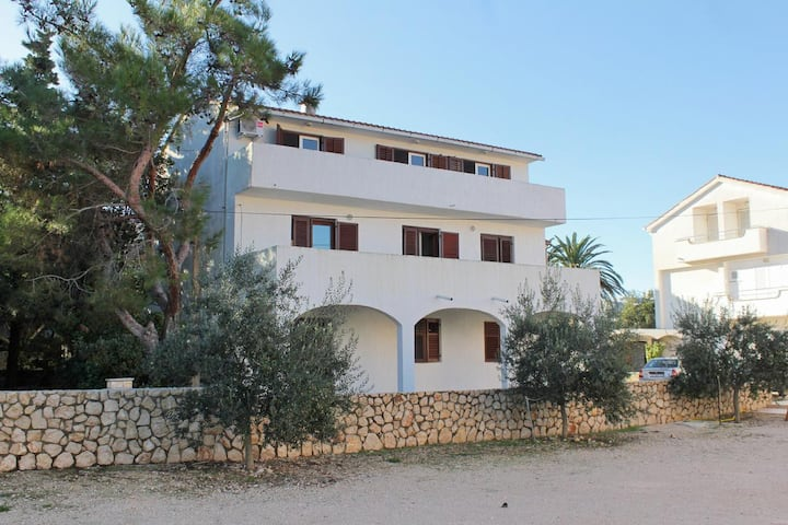 Three bedroom apartment with balcony Novalja, Pag (A-9350-b)